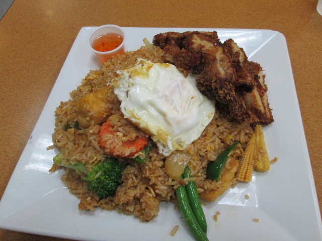 I realized I haven't posted any food pictures in a while. So here is some delicious Indonesian fried rice.