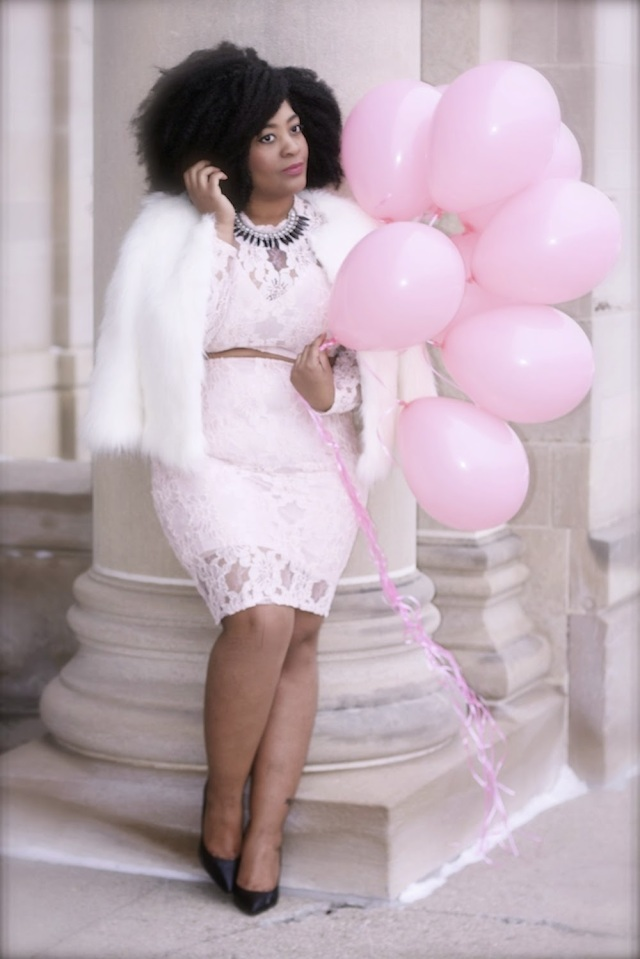 plus size outfit white lace top and skirt with pink balloons